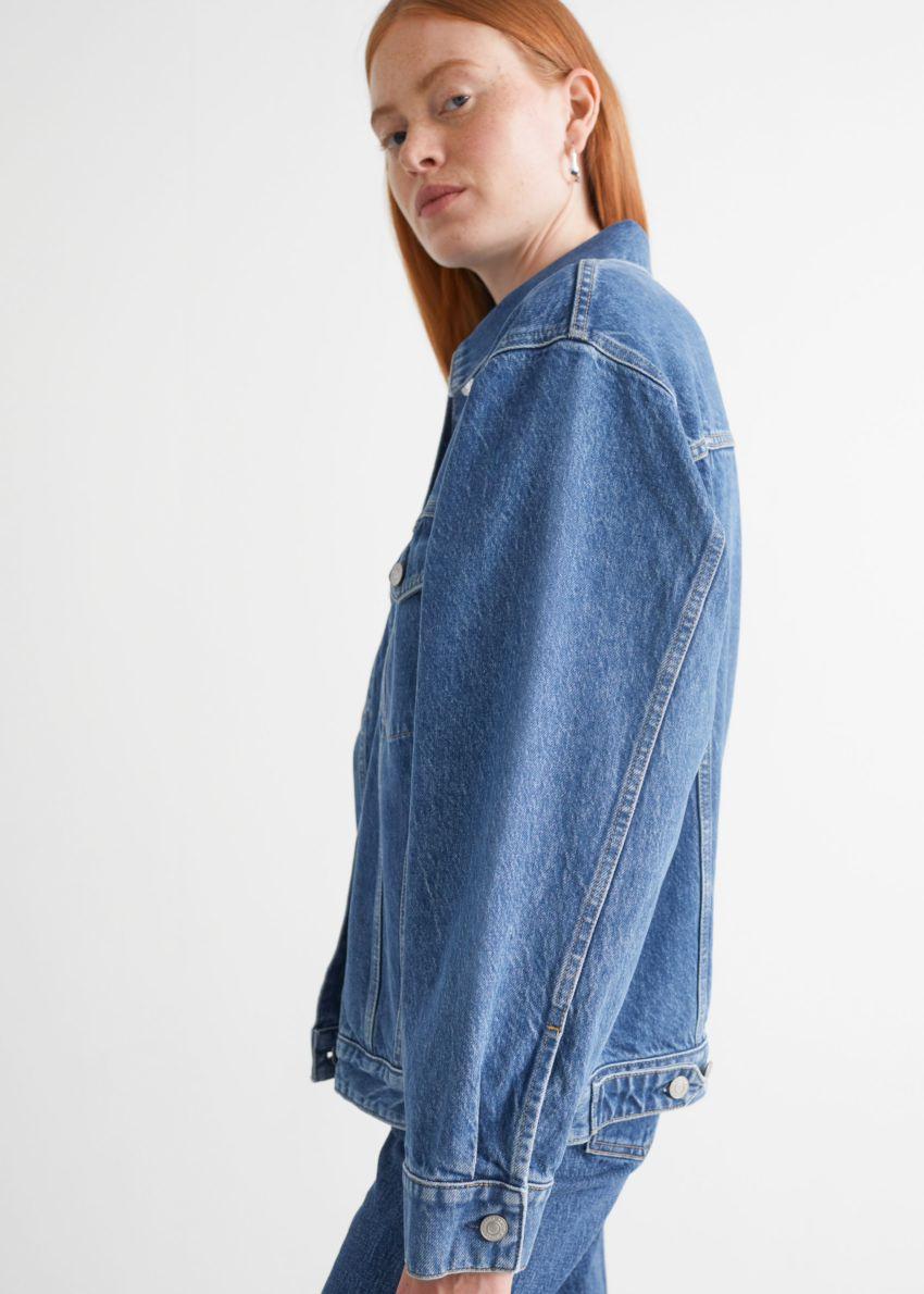앤아더스토리즈 버튼 업 데님 재킷의 보즈 블루컬러 ECOMLook입니다.