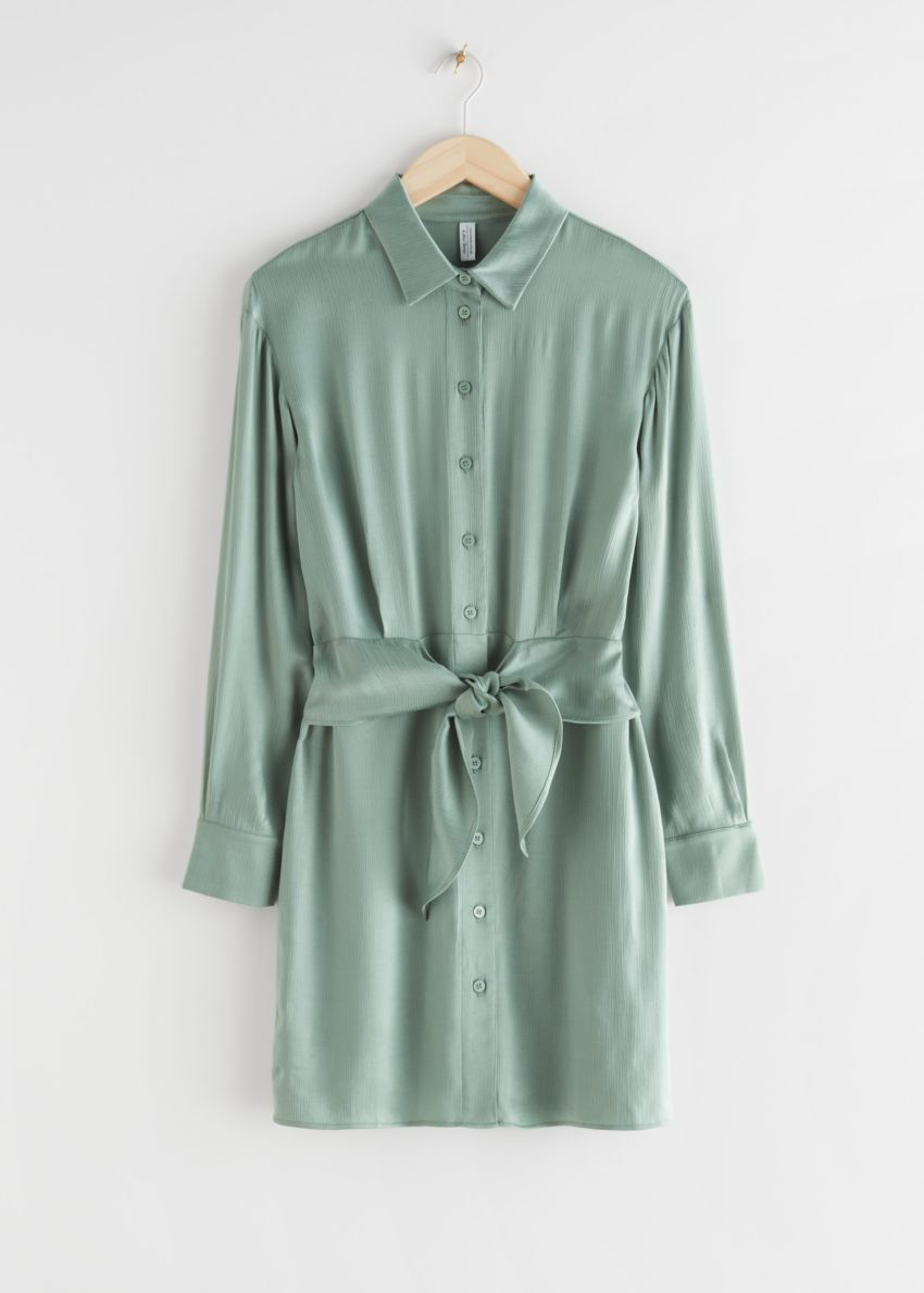 앤아더스토리즈 오버사이즈 벨티드 미니 셔츠 드레스의 그린컬러 Product입니다.