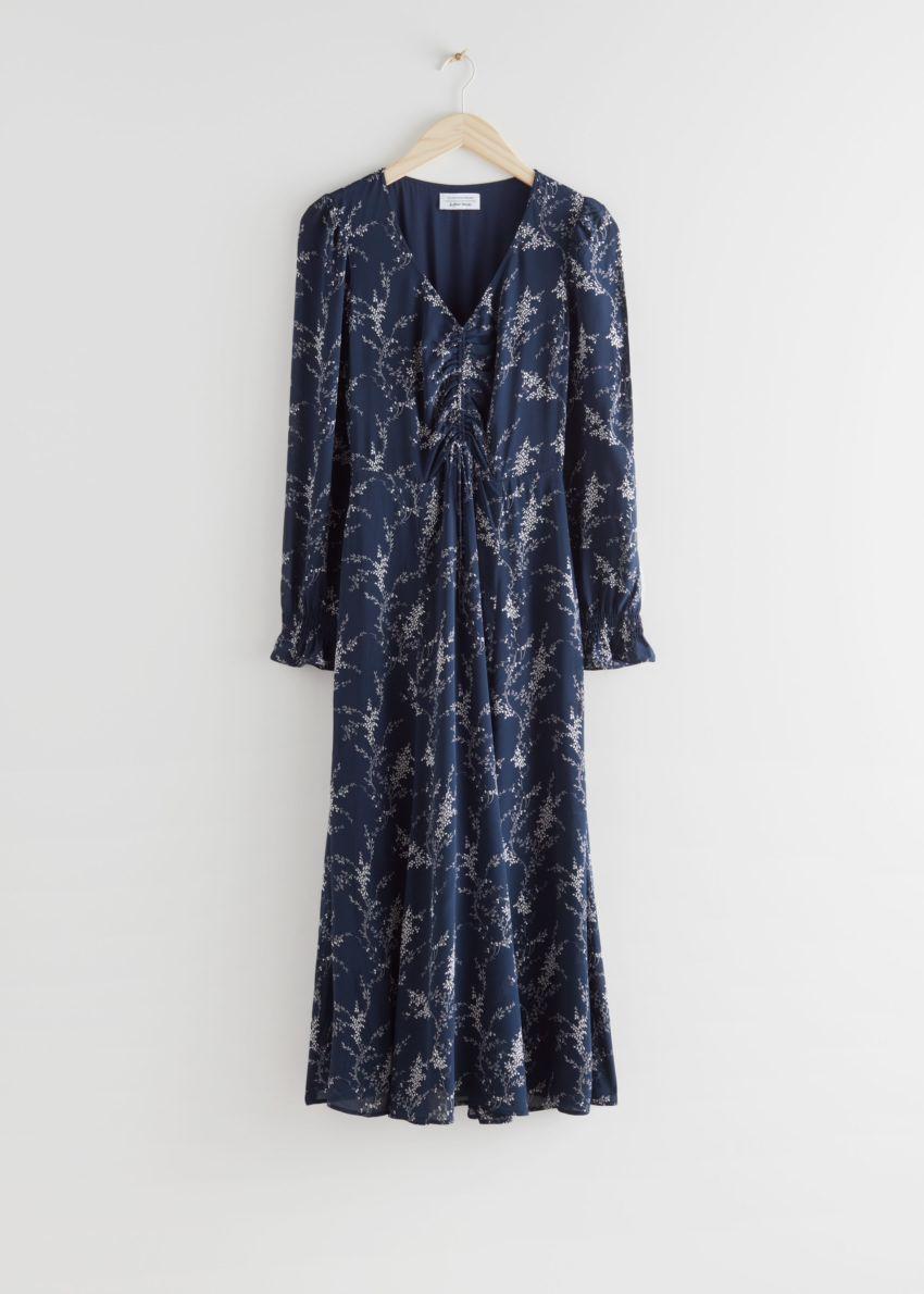 앤아더스토리즈 루시드 스모크 슬리브 미디 드레스의 블루 프린트컬러 Product입니다.
