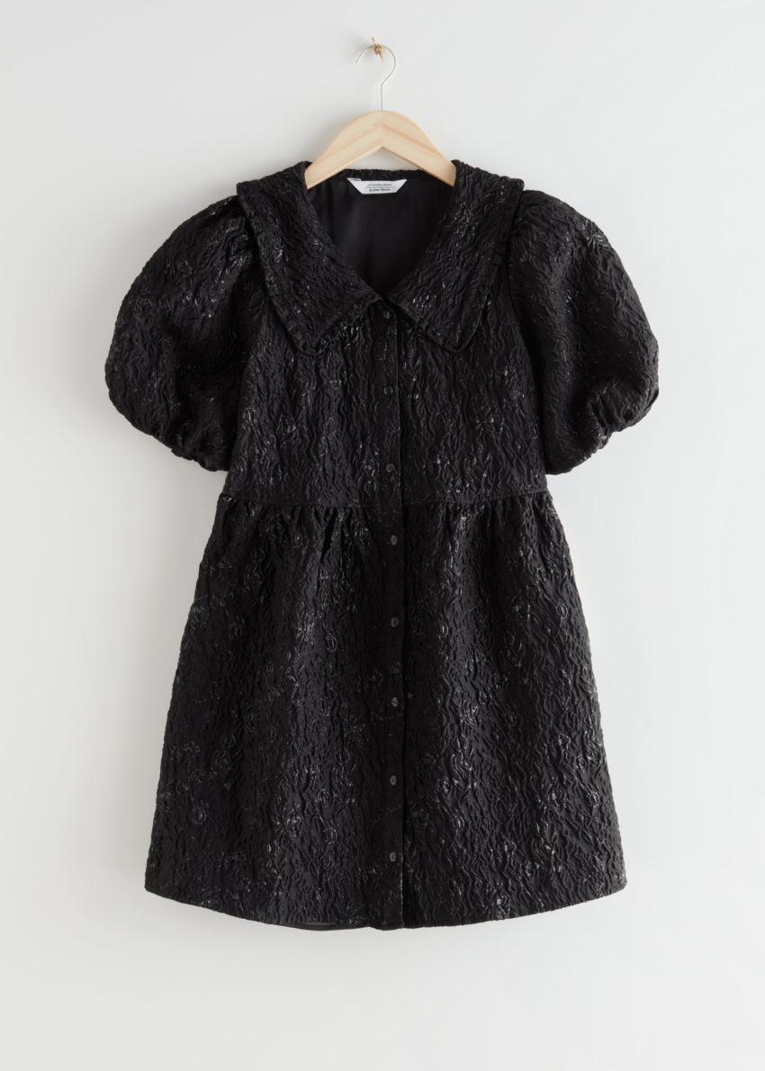 앤아더스토리즈 버튼 퍼프 슬리브 자카드 미니 드레스의 블랙컬러 Product입니다.