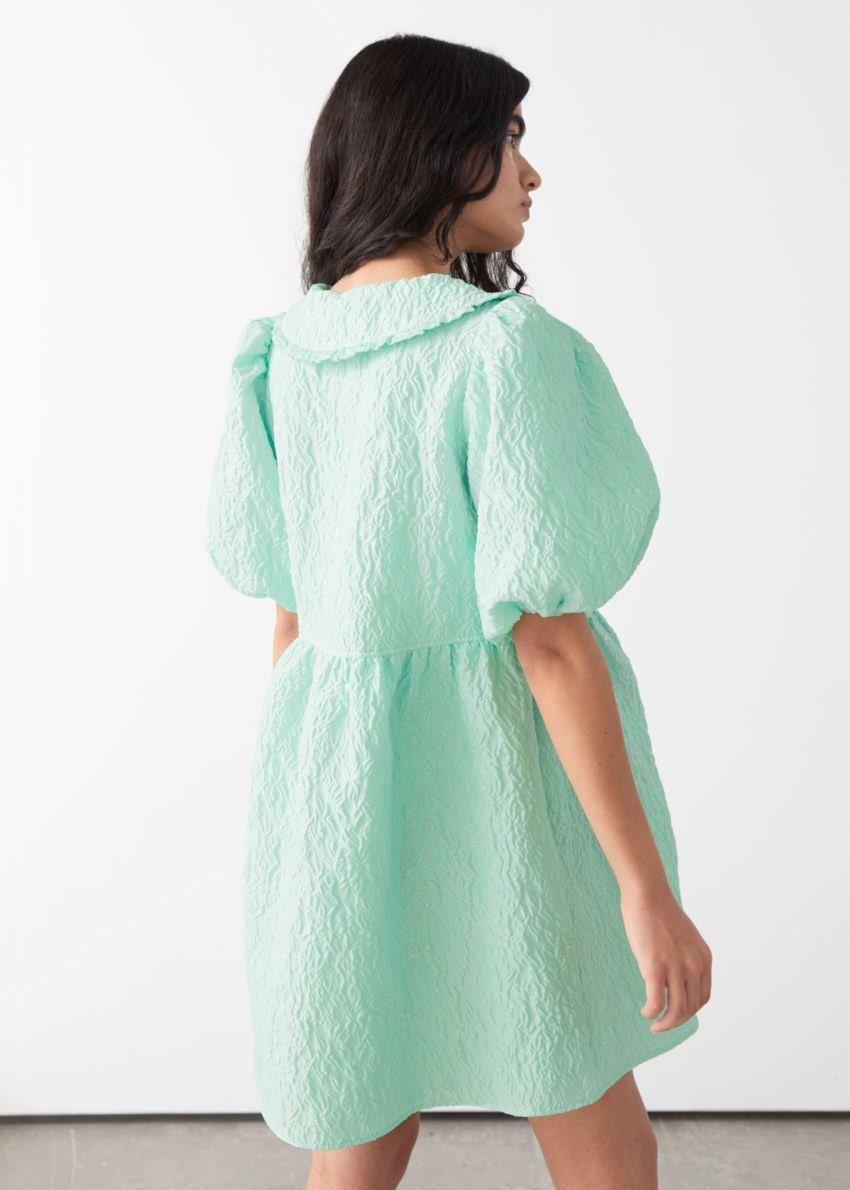 앤아더스토리즈 버튼 퍼프 슬리브 자카드 미니 드레스의 민트컬러 ECOMLook입니다.