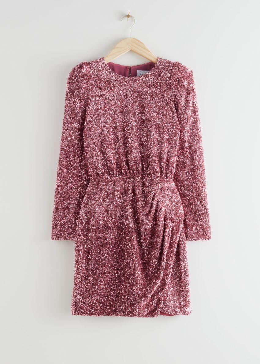 앤아더스토리즈 패디드 숄더 시퀸 드레스의 핑크 시퀸컬러 Product입니다.