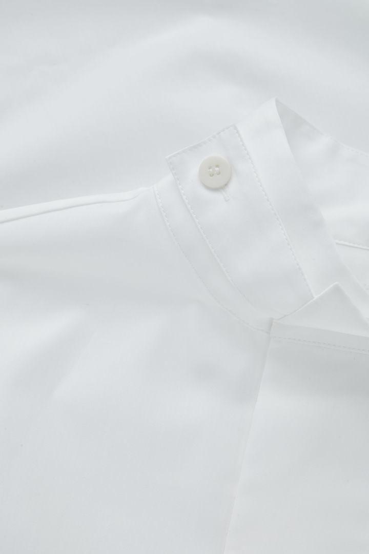 COS 퍼널 칼라 코튼 셔츠의 화이트컬러 Detail입니다.