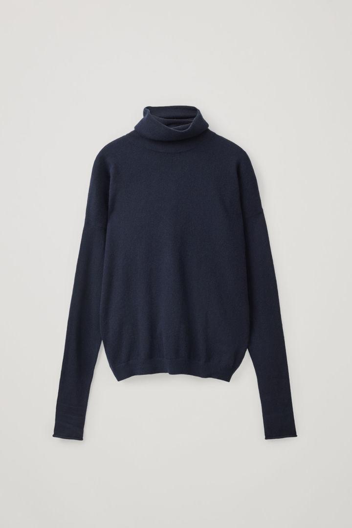 COS hover image 1 of 블루 in 롤넥 캐시미어 스웨터
