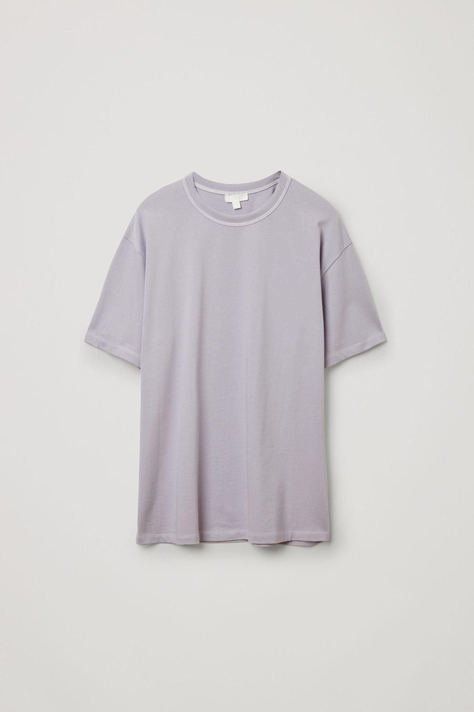 COS 롱 코튼 티셔츠의 라이트 라일락컬러 Product입니다.