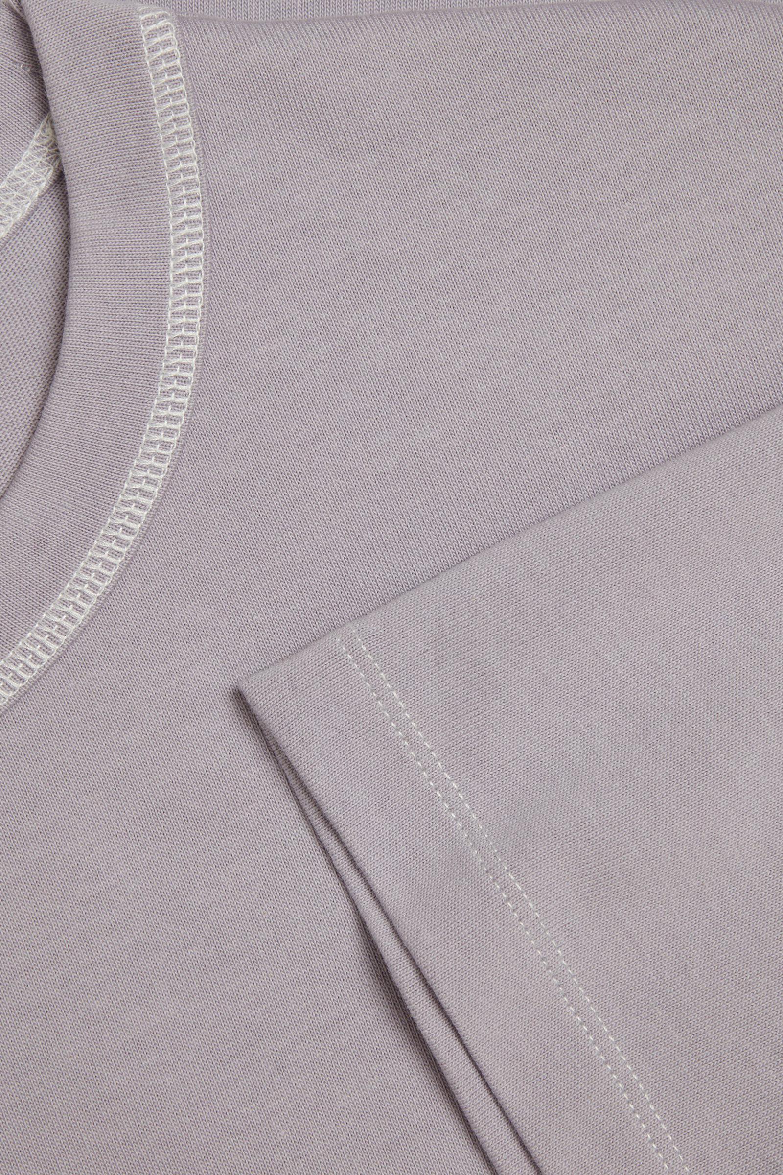 COS 롱 코튼 티셔츠의 라이트 라일락컬러 Detail입니다.