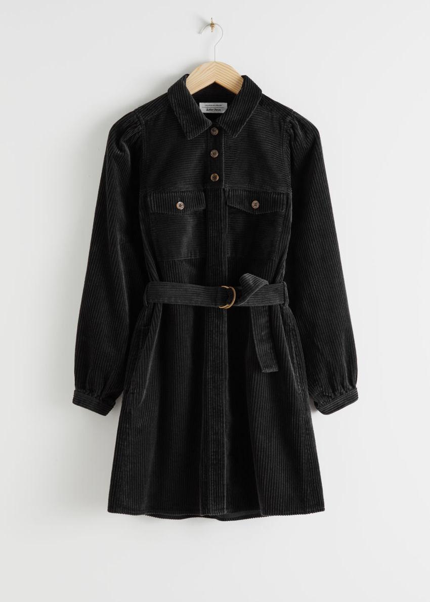 앤아더스토리즈 벨티드 코듀로이 미니 드레스의 블랙컬러 Product입니다.
