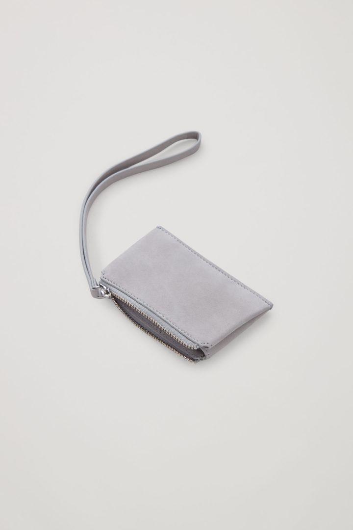 COS 레더 코인 퍼스의 라이트 그레이컬러 Product입니다.