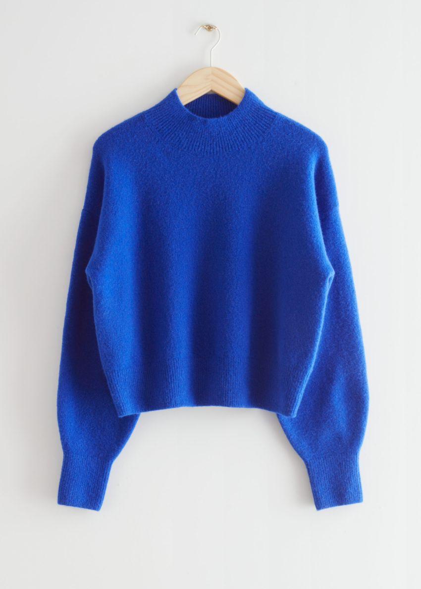 앤아더스토리즈 모크 넥 스웨터의 브라이트 블루컬러 Product입니다.
