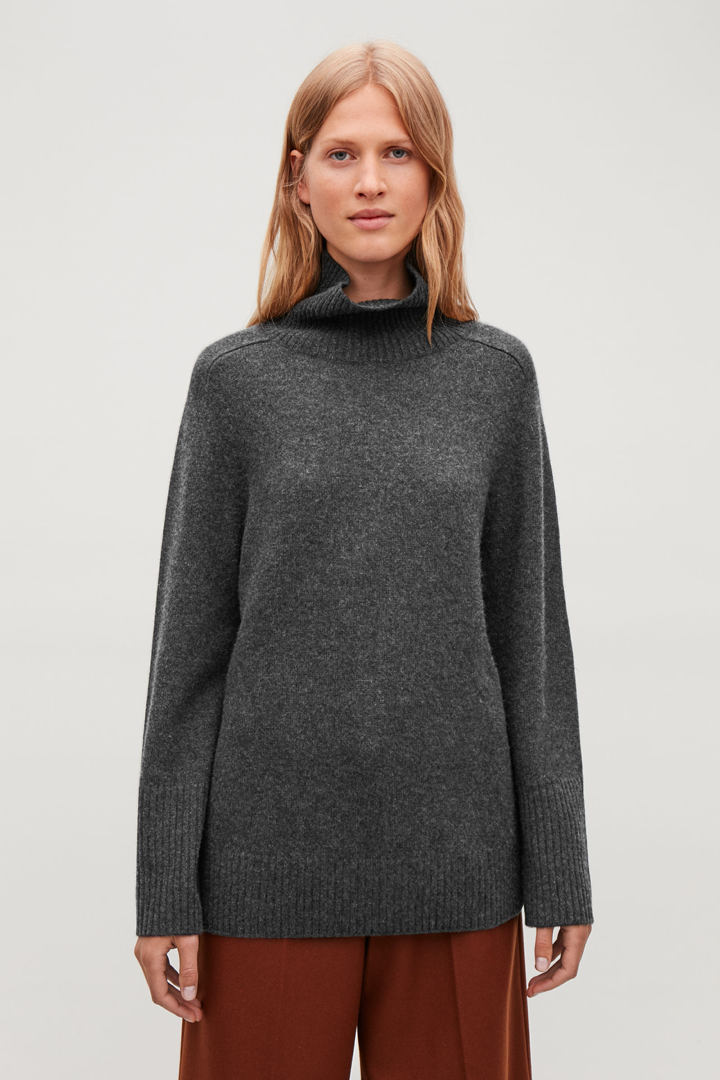 COS default image 2 of 그레이 in 캐시미어 롤넥 스웨터