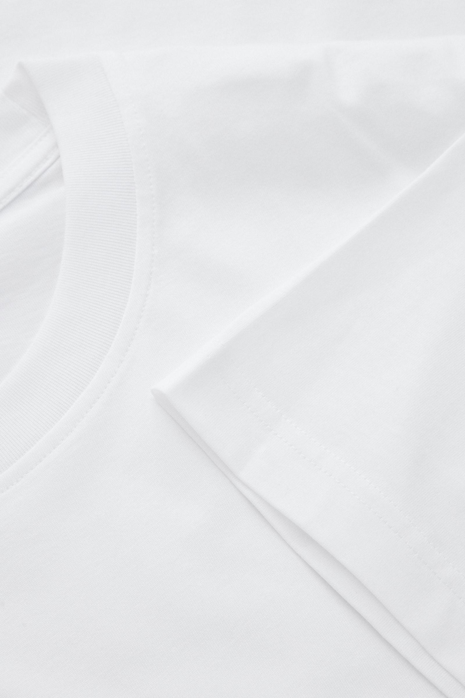 COS 오버사이즈 핏 티셔츠의 화이트컬러 Detail입니다.
