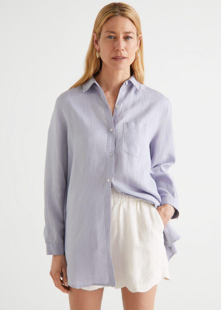 앤아더스토리즈 오버사이즈 리넨 셔츠의 블루컬러 ECOMLook입니다.
