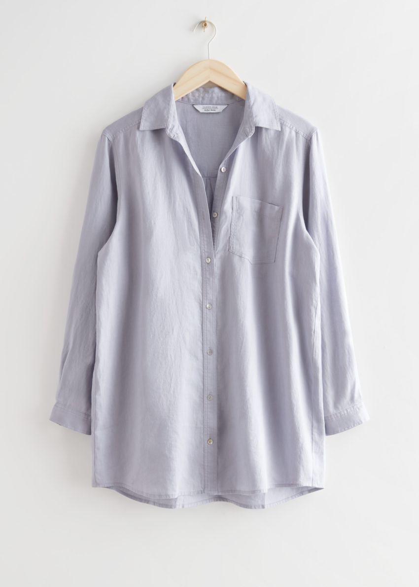 앤아더스토리즈 오버사이즈 리넨 셔츠의 블루컬러 Product입니다.