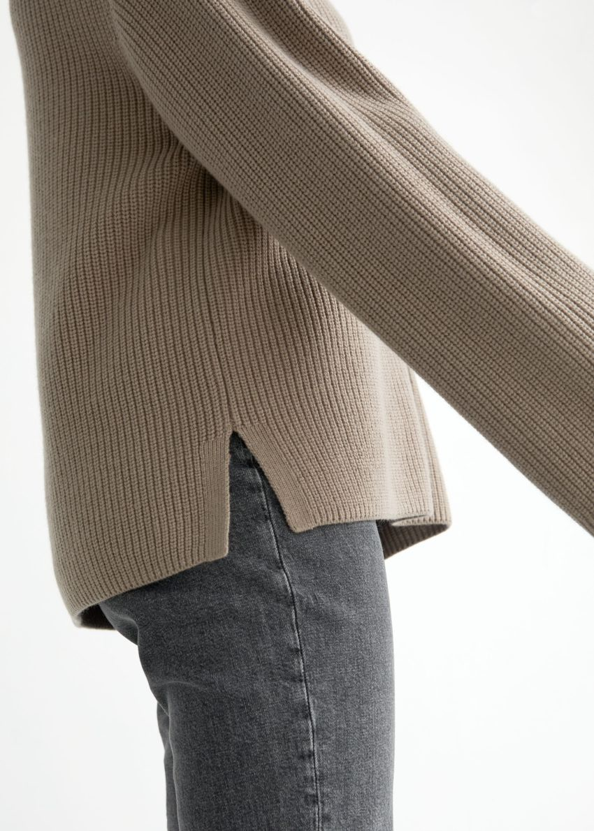앤아더스토리즈 하프 집 스웨터의 몰컬러 ECOMLook입니다.