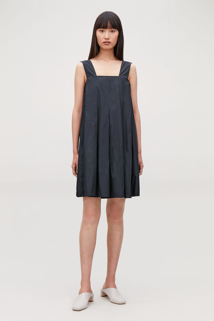 COS default image 9 of 블루 in 테크니컬 플리티드 드레스