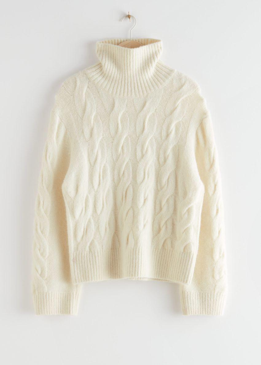 앤아더스토리즈 오버사이즈 알파카 블렌드 터틀넥 니트 스웨터의 크림컬러 Product입니다.