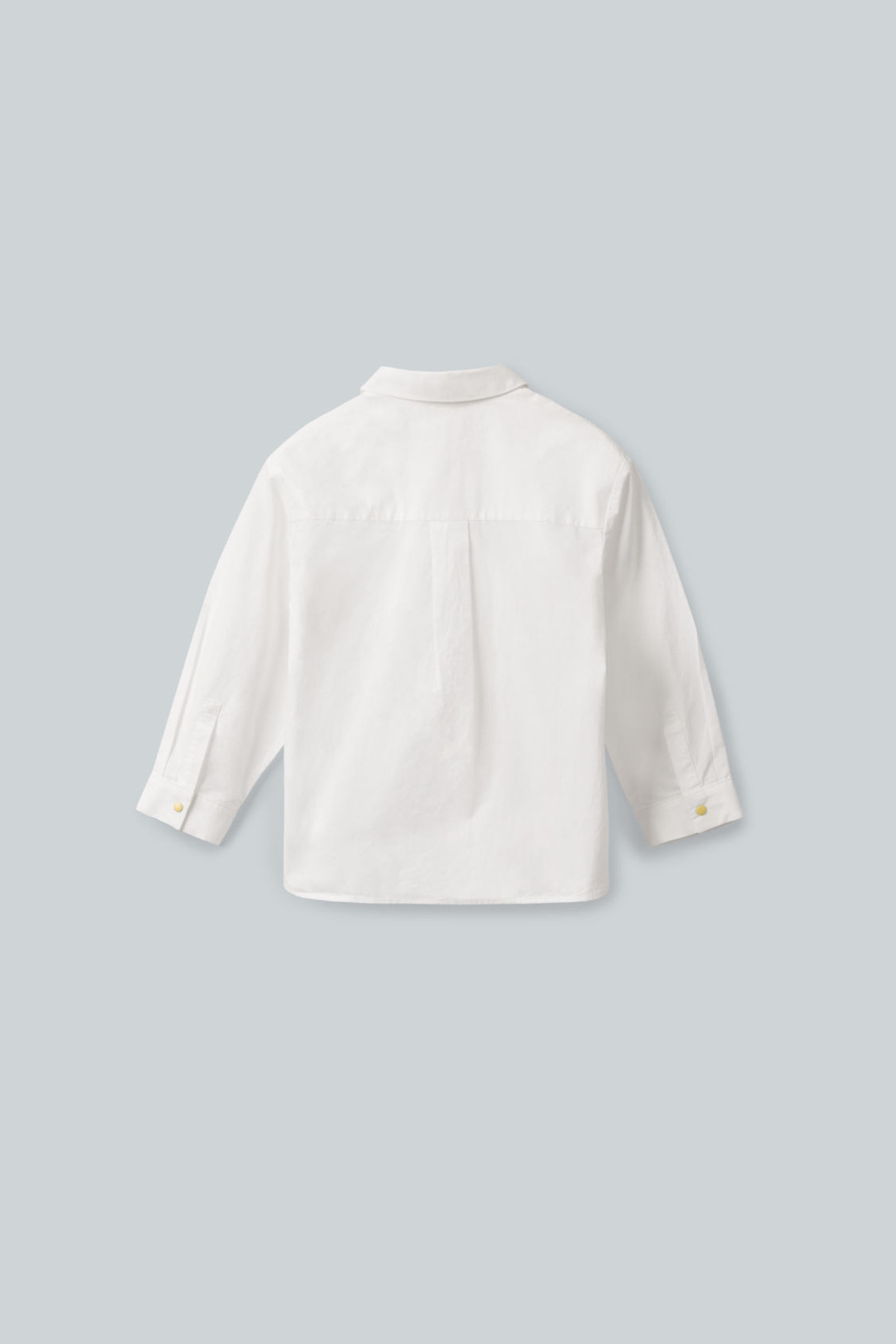 COS 클래식 코튼 셔츠의 화이트컬러 상품컷입니다.