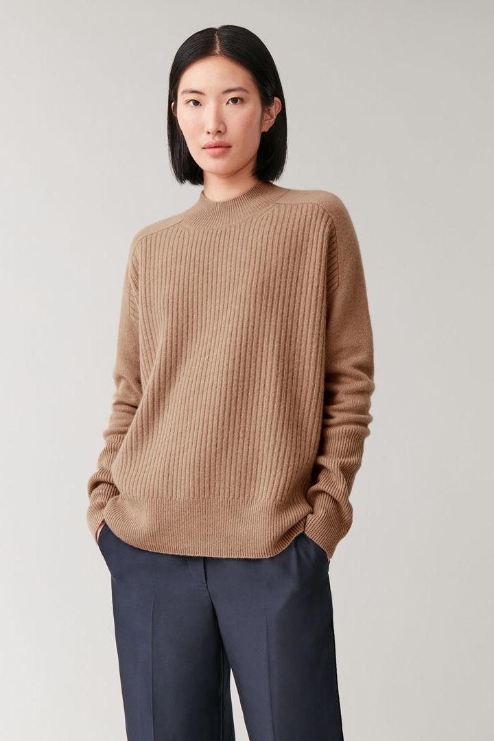 COS default image 12 of 베이지 in 리브드 캐시미어 스웨터