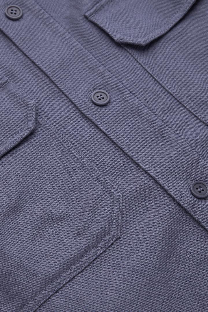 COS 릴랙스드 핏 오버셔츠의 블루컬러 Detail입니다.