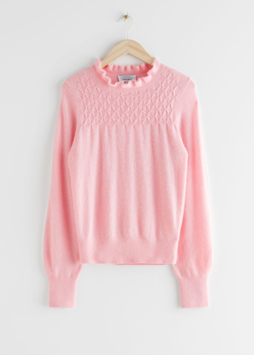 앤아더스토리즈 러플 카라 울 니트 스웨터의 핑크컬러 Product입니다.