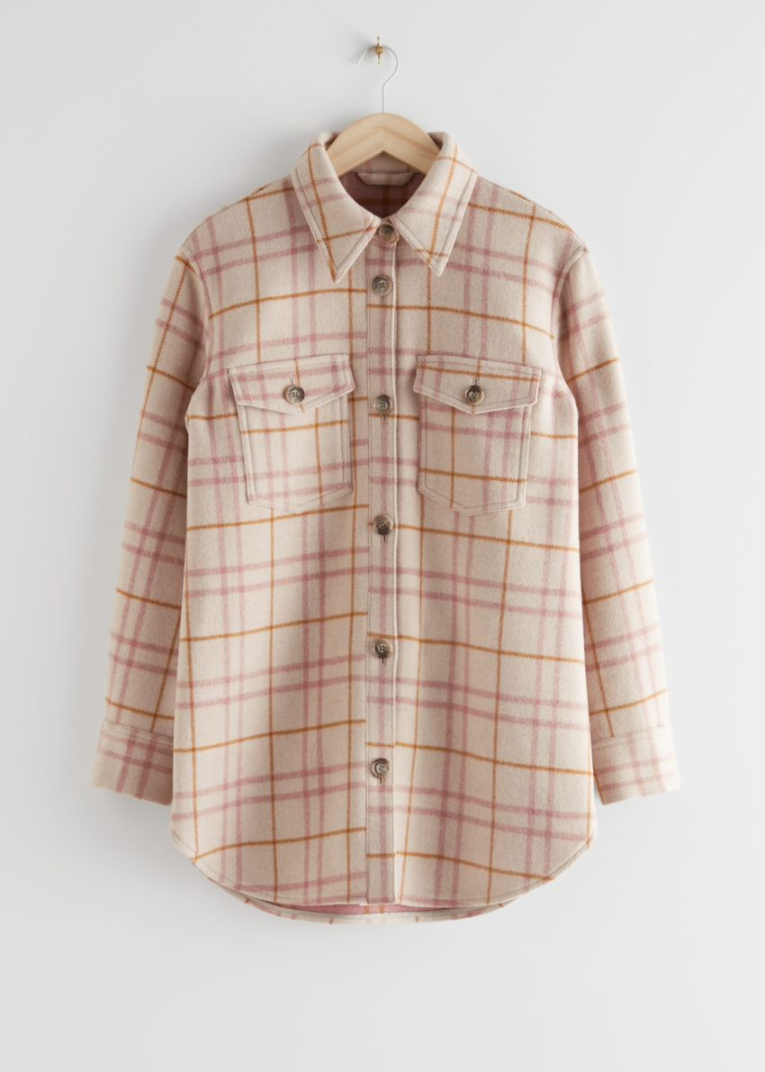 앤아더스토리즈 오버사이즈 셔츠 재킷의 베이지 체크컬러 Product입니다.