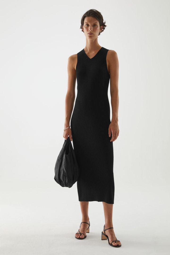 COS default image 8 of 블랙 in V넥 리브드 튜브 드레스