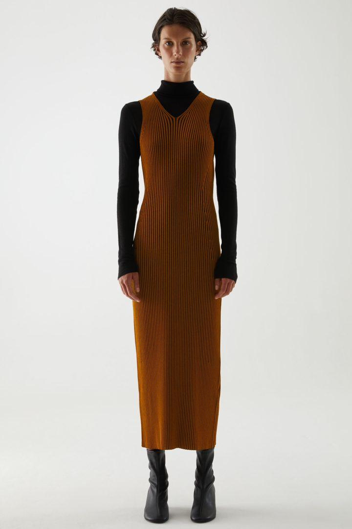COS default image 4 of 옐로우 in V넥 리브드 튜브 드레스