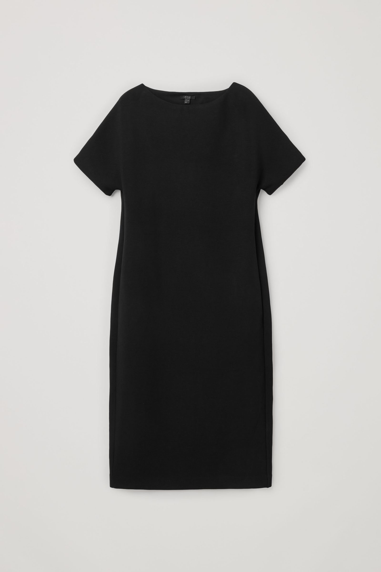 COS 박시 보트 넥 스쿠버 드레스의 블랙컬러 Product입니다.