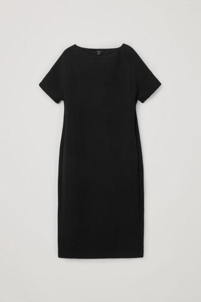 COS default image 12 of 블랙 in 박시 보트 넥 스쿠버 드레스