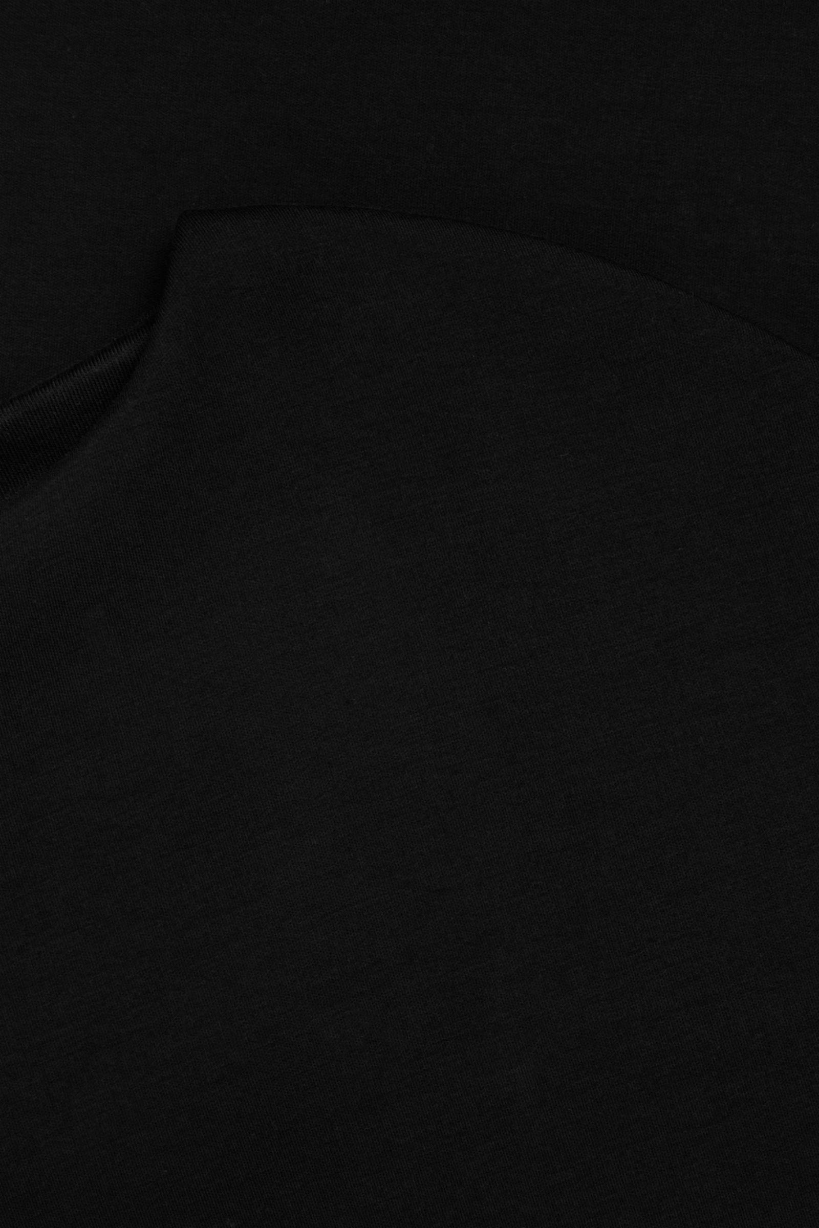 COS 박시 보트 넥 스쿠버 드레스의 블랙컬러 Detail입니다.