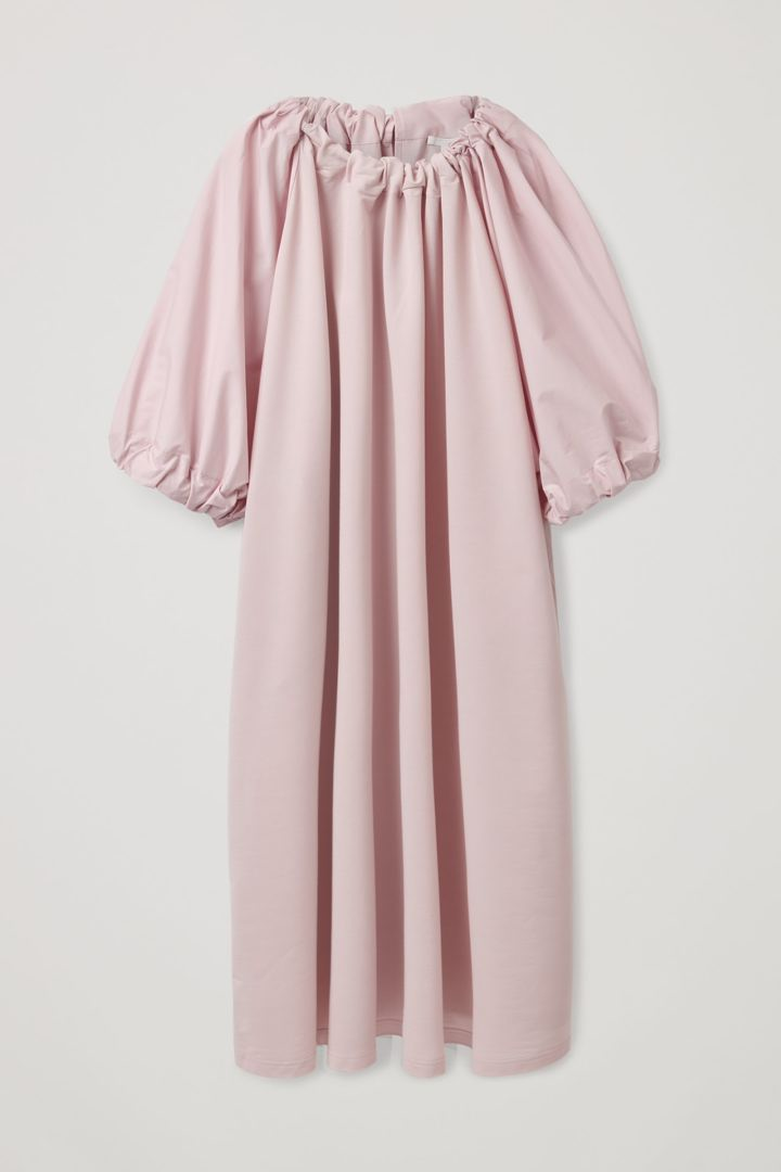 COS hover image 5 of 핑크 in 개더드 드레스