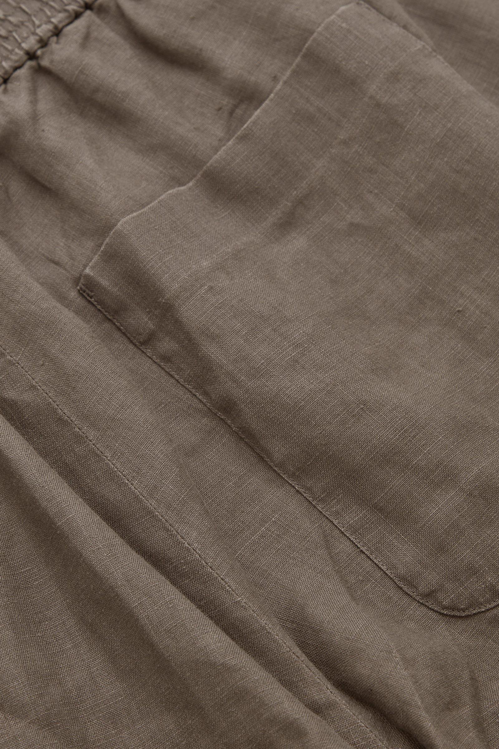 COS 릴랙스드 헴프 트라우저의 그레이컬러 Detail입니다.