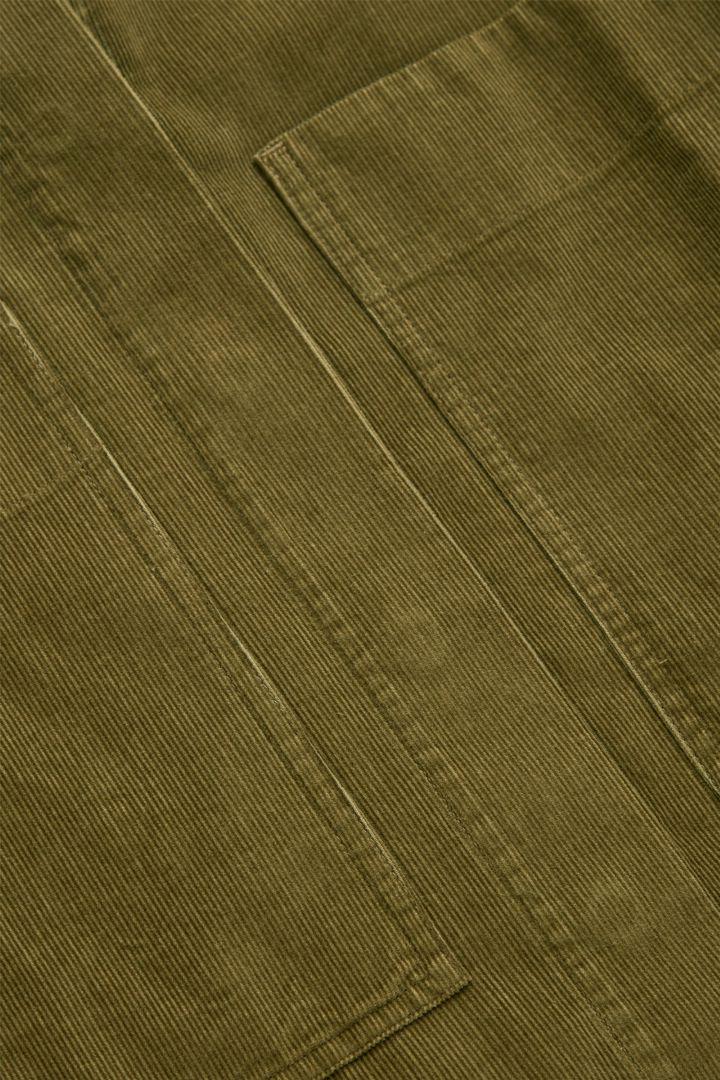 COS A라인 코튼 코듀로이 셔츠 드레스의 카키 그린컬러 Detail입니다.