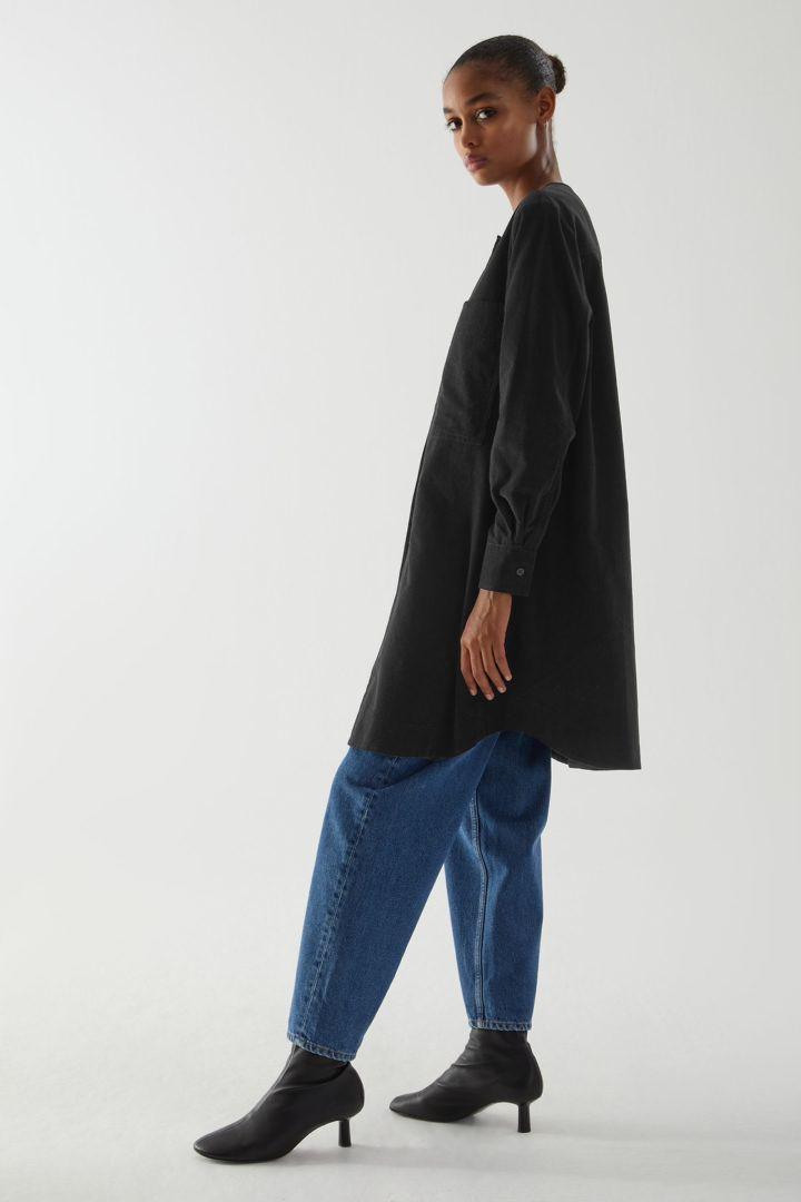COS default image 12 of 블랙 in 에이라인 코튼 코듀로이 셔츠 드레스