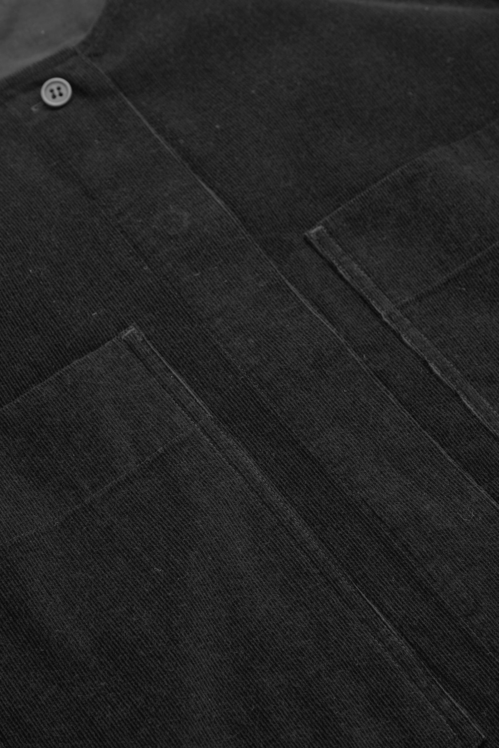 COS A라인 코튼 코듀로이 셔츠 드레스의 블랙컬러 Detail입니다.