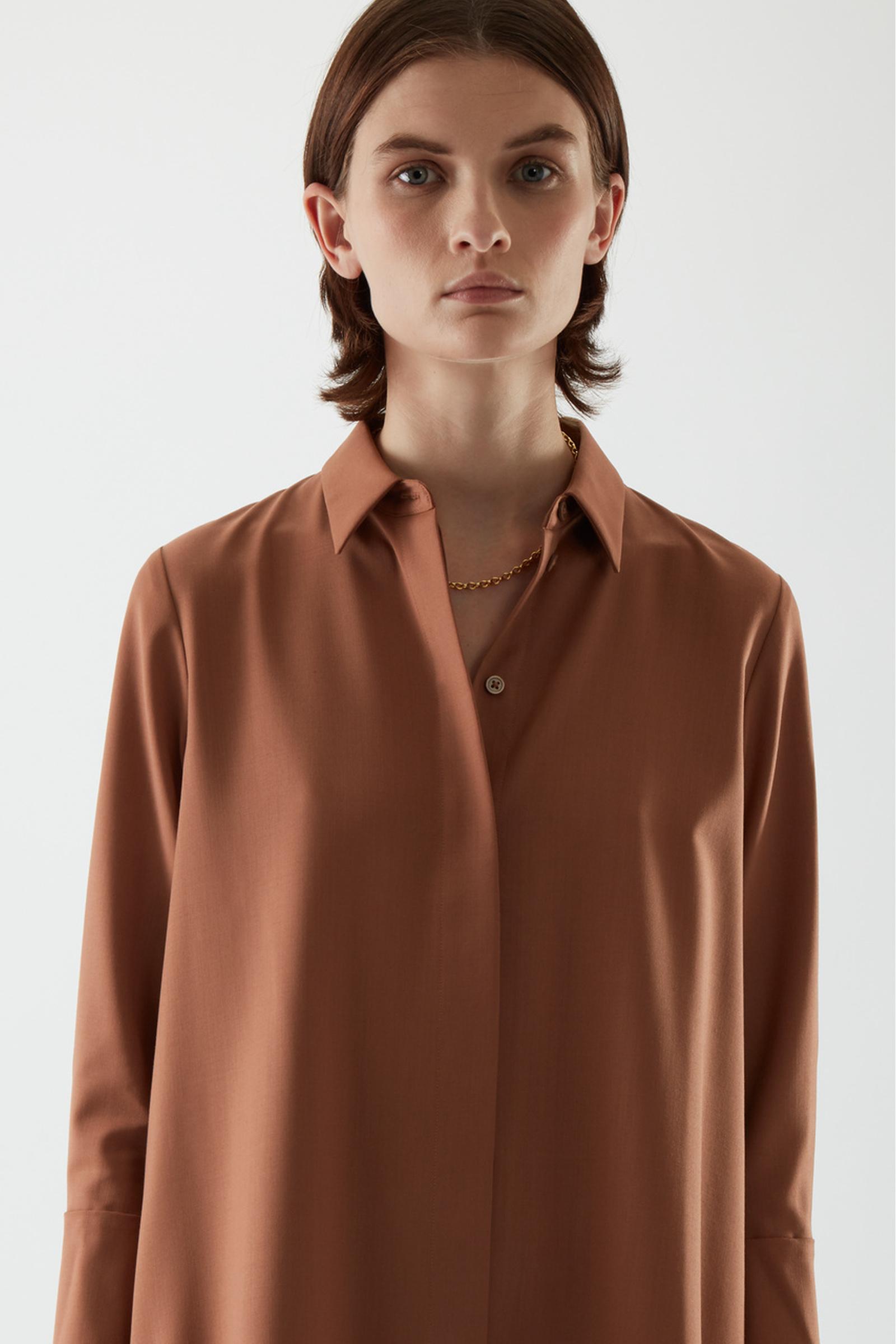 COS 울 믹스 셔츠 드레스의 브라운컬러 ECOMLook입니다.