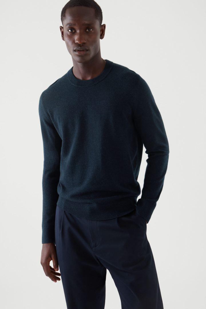 COS default image 10 of 블루 in 메리노 야크 크루넥 스웨터