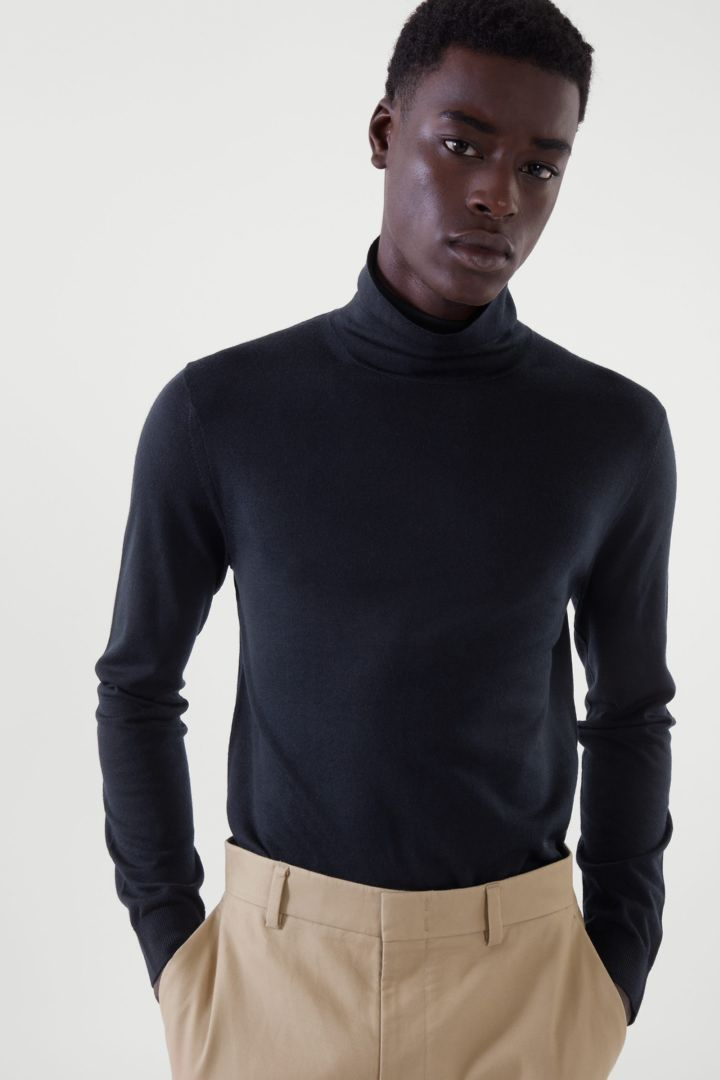 COS default image 7 of 블루 in 메리노 롤넥 스웨터