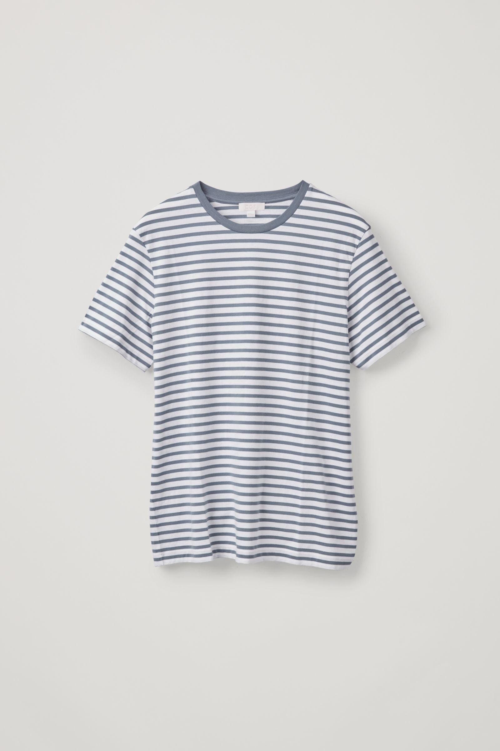 COS 브레톤 스트라이프 저지 티셔츠의 화이트 / 스톤워시 블루컬러 상품컷입니다.
