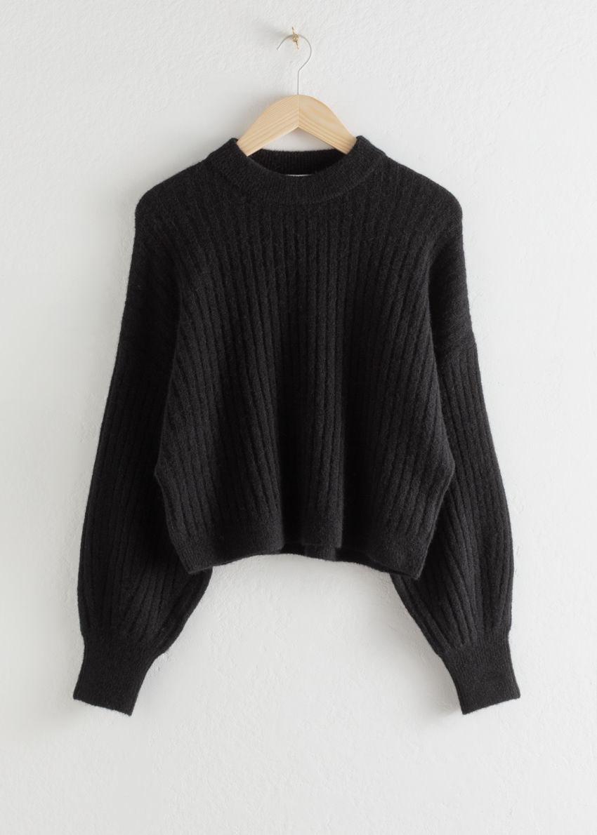앤아더스토리즈 알파카 블렌드 니트 스웨터의 블랙컬러 Product입니다.