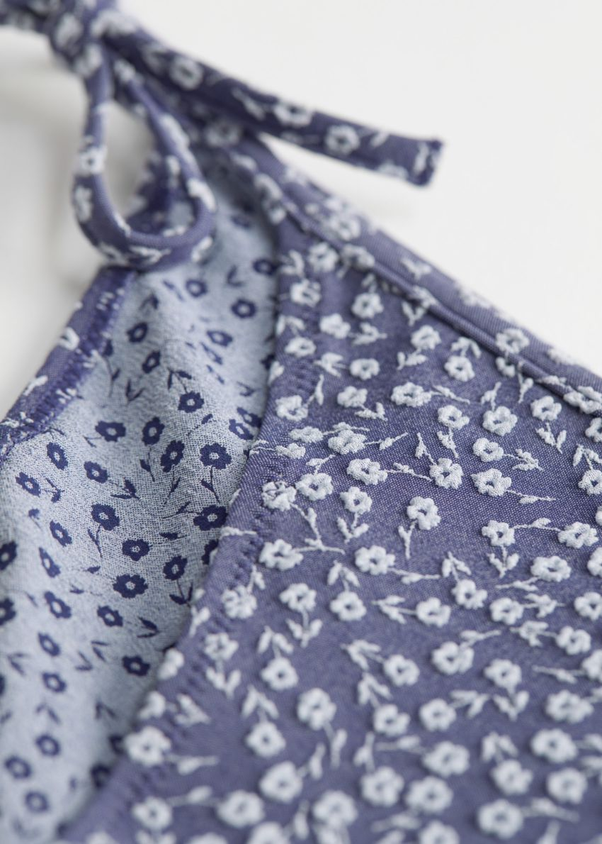 앤아더스토리즈 플로럴 자카드 비키니 브리프의 블루 플로럴컬러 Detail입니다.