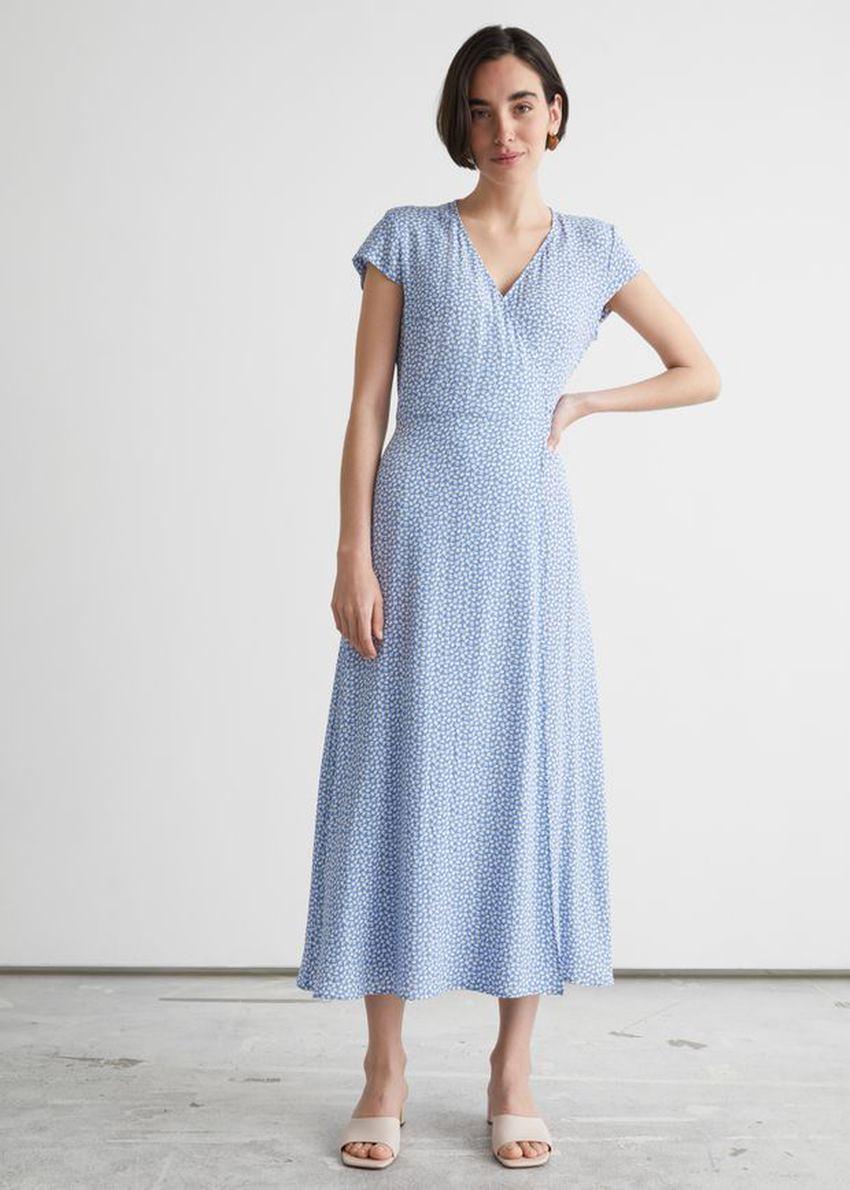 앤아더스토리즈 플로럴 미디 랩 드레스의 라일락 도트컬러 ECOMLook입니다.