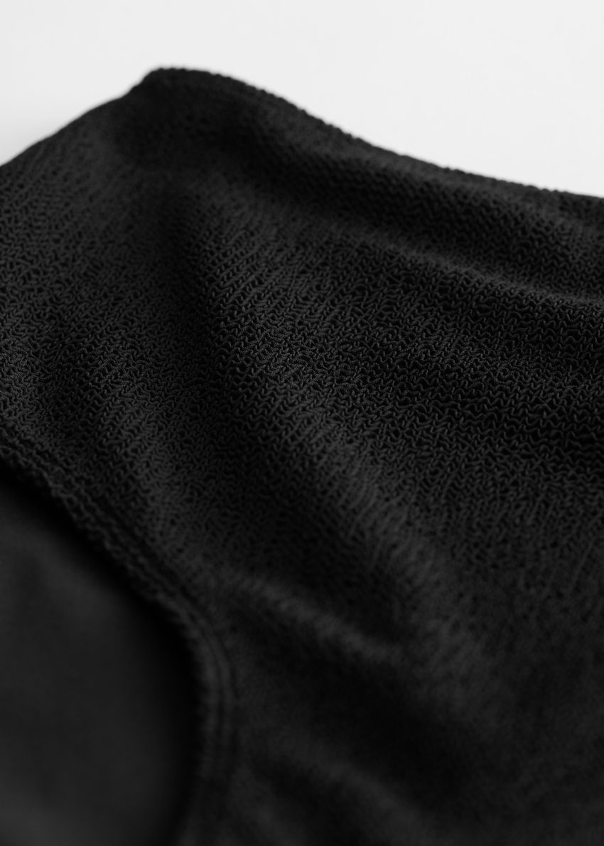 앤아더스토리즈 텍스처 하이 웨이스트 비키니 브리프의 블랙컬러 Detail입니다.