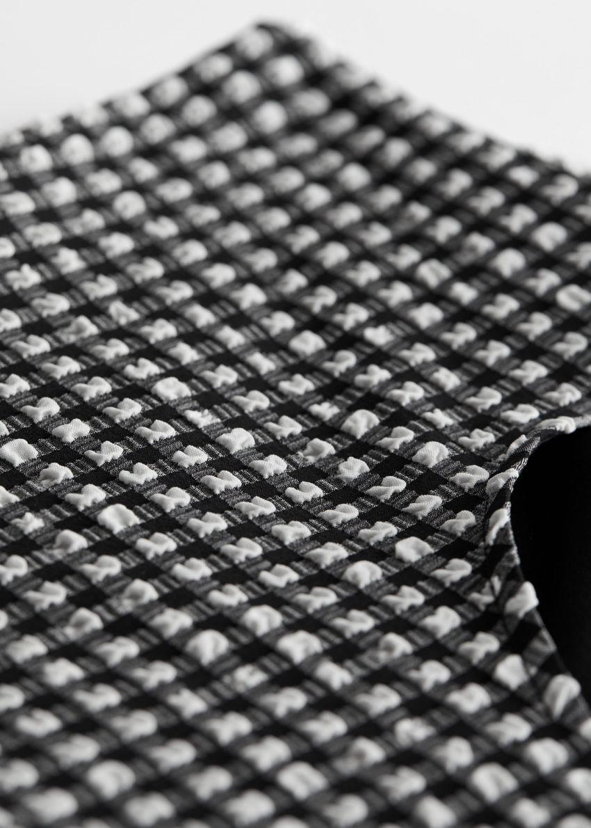 앤아더스토리즈 시어서커 하이 웨이스트 비키니 브리프의 블랙 체크컬러 Detail입니다.