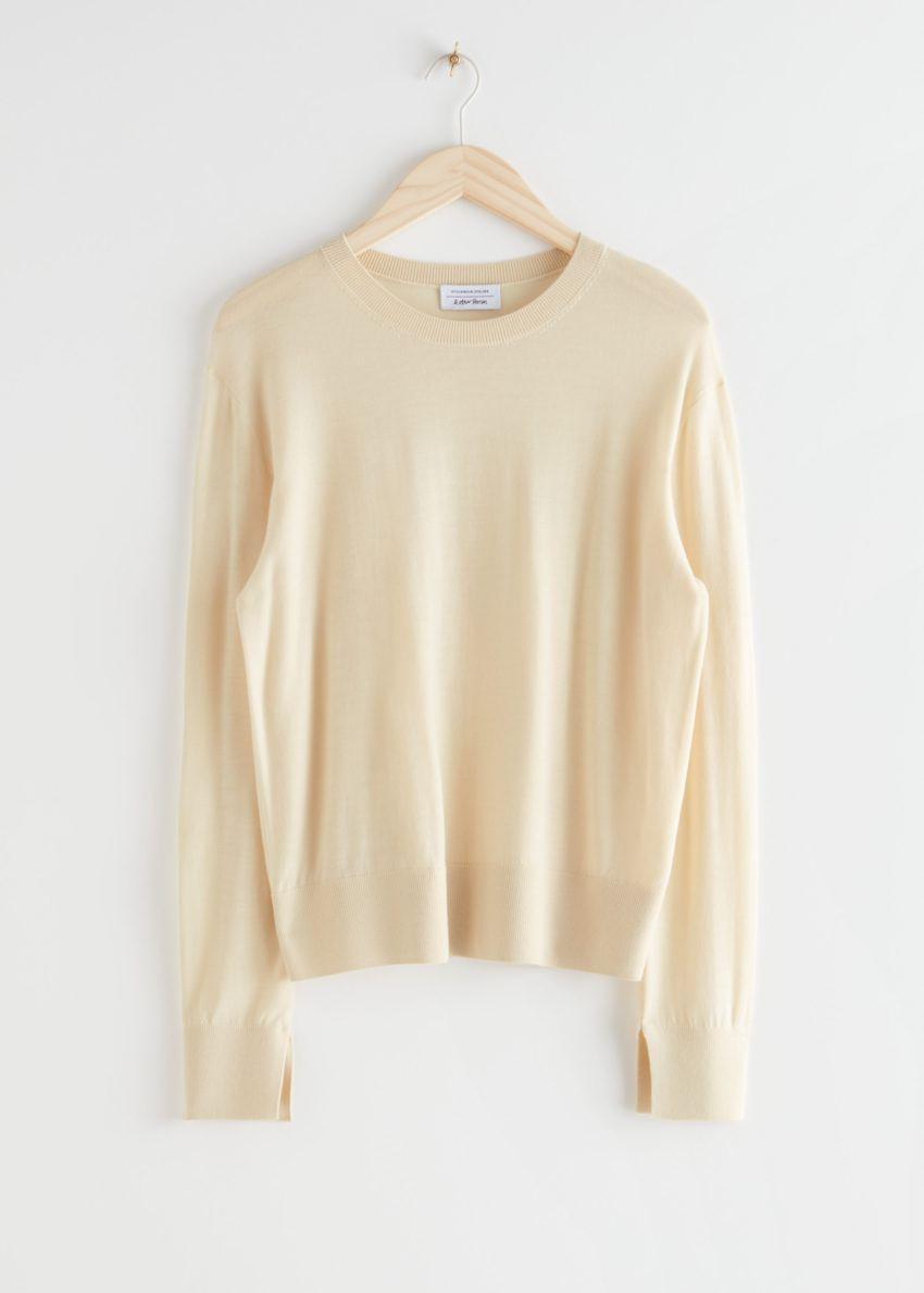앤아더스토리즈 슬릿 커프 울 니트 스웨터의 라이트 옐로우컬러 Product입니다.