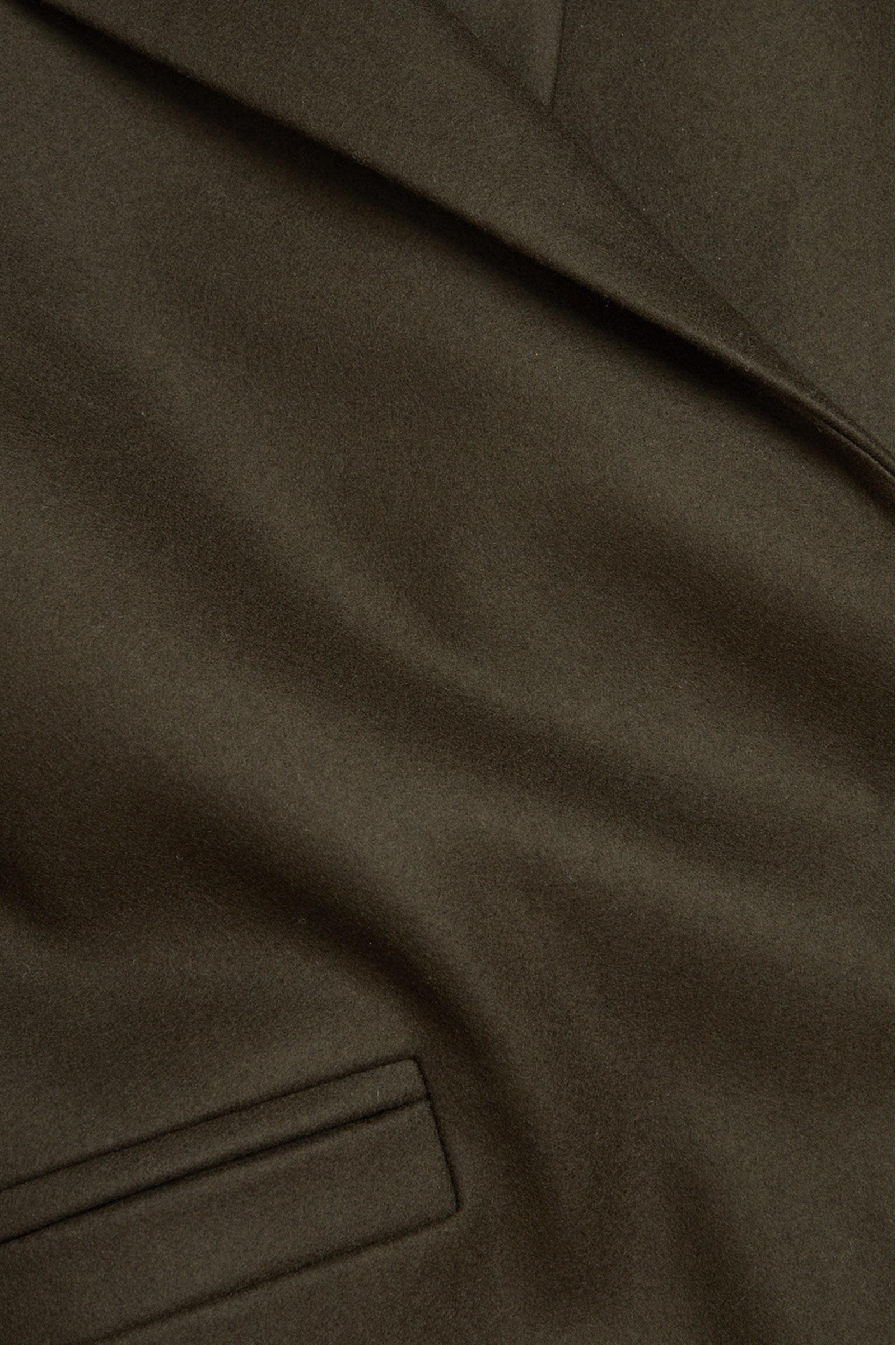 COS 울 믹스 오버사이즈 라펠 롱 코트의 다크 브라운컬러 Detail입니다.