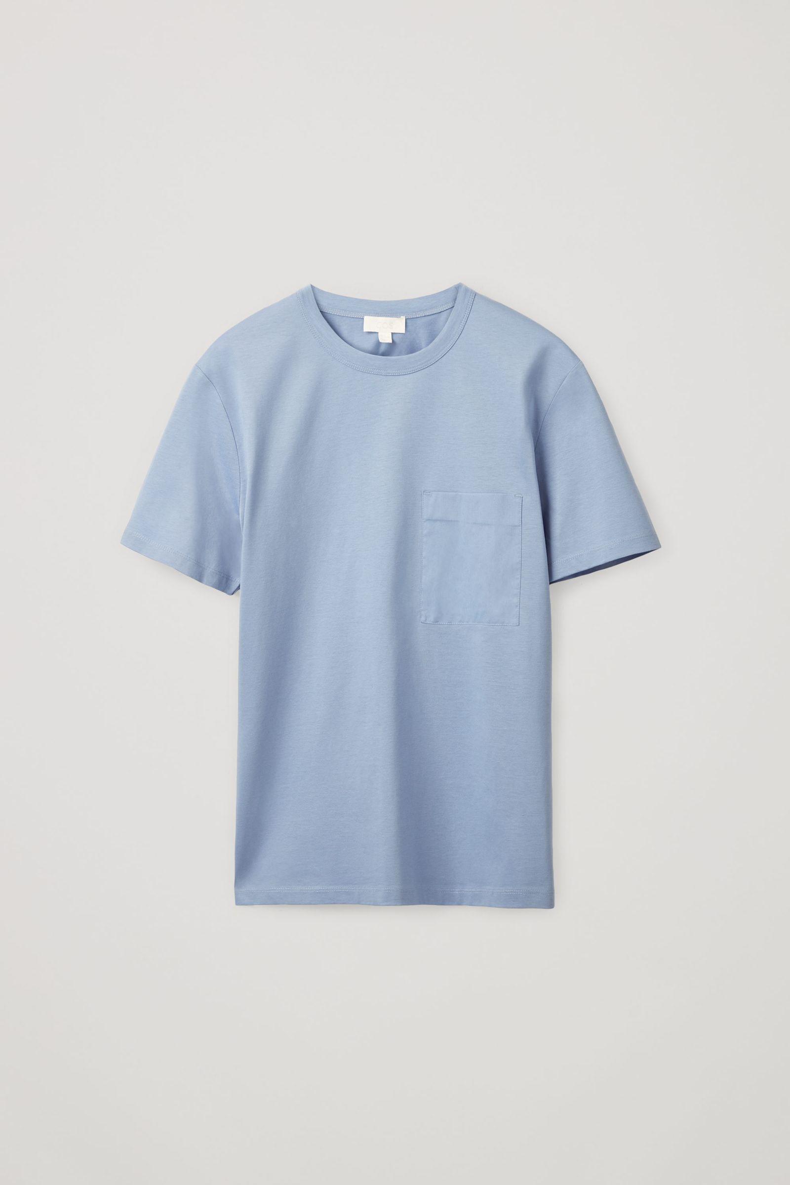 COS 패치 포켓 티셔츠의 블루컬러 Product입니다.