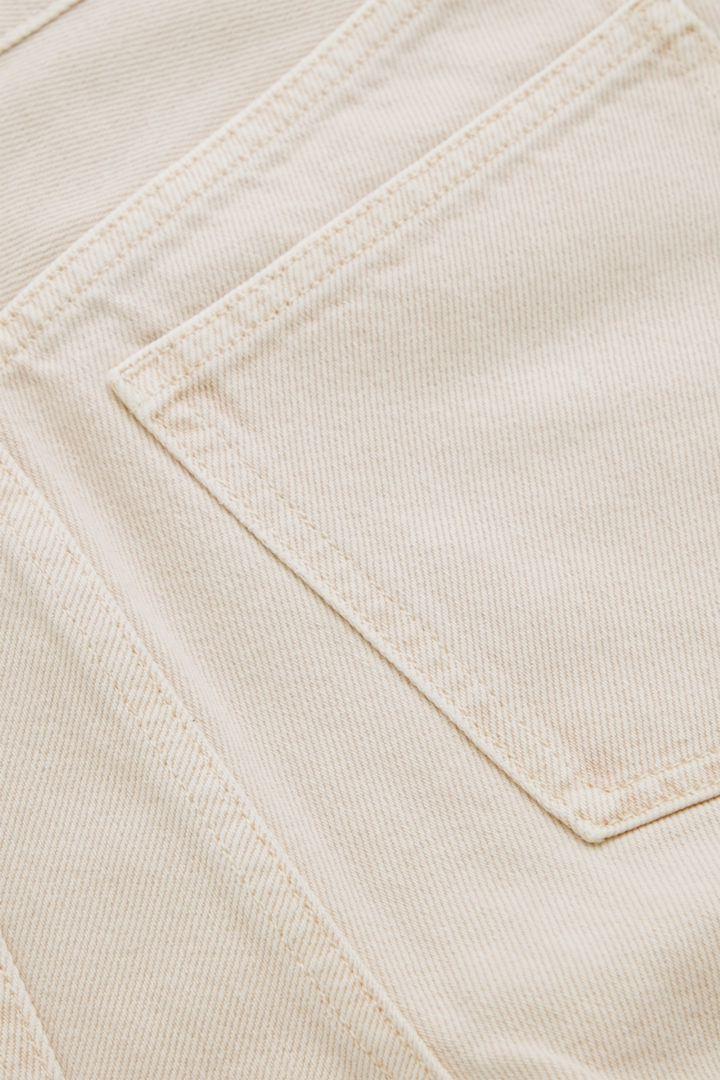 COS 하이 웨이스트 배럴 진의 오렌지컬러 Detail입니다.