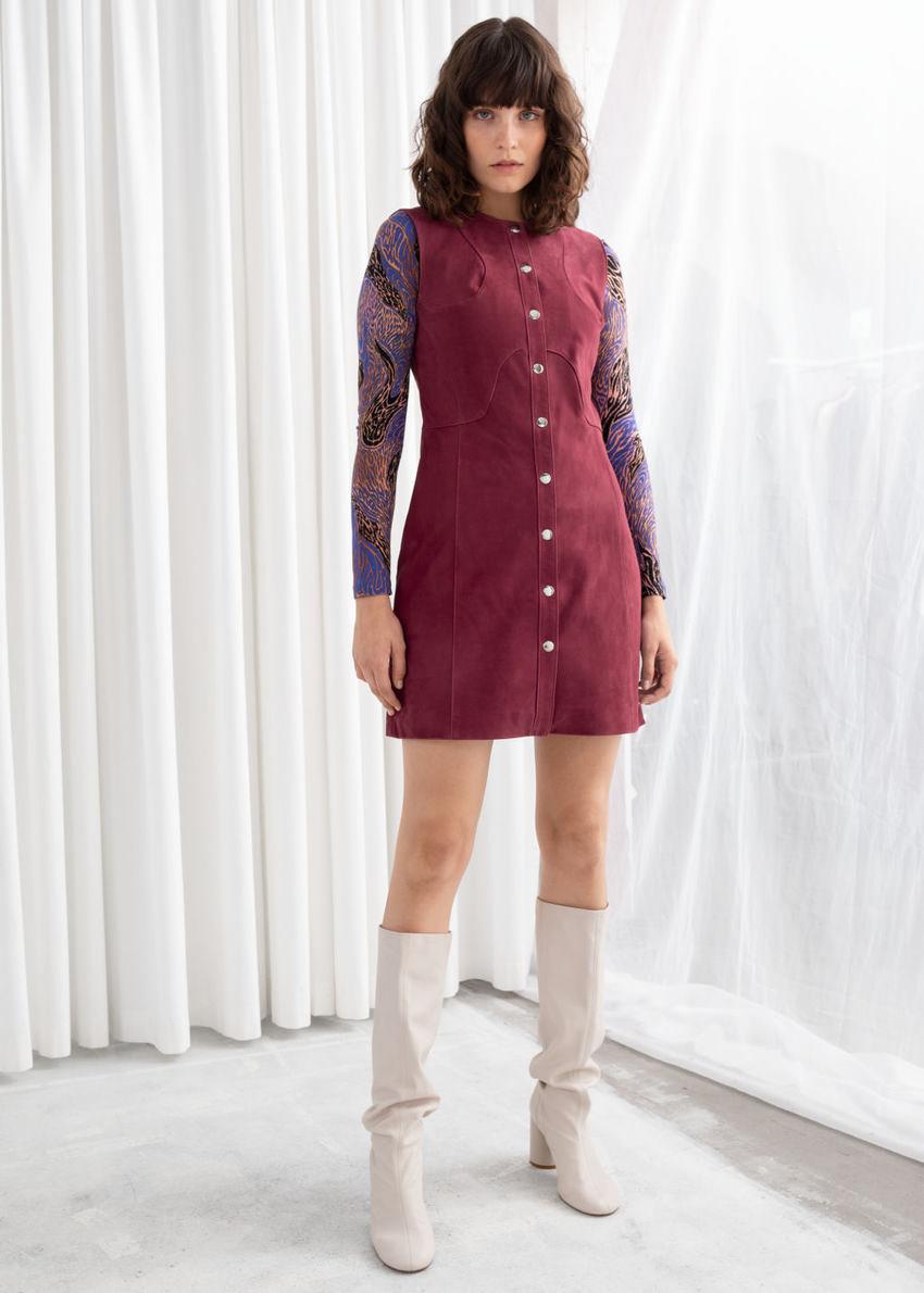 앤아더스토리즈 스웨이드 미니 슬리브리스 드레스의 다크 핑크컬러 ECOMLook입니다.