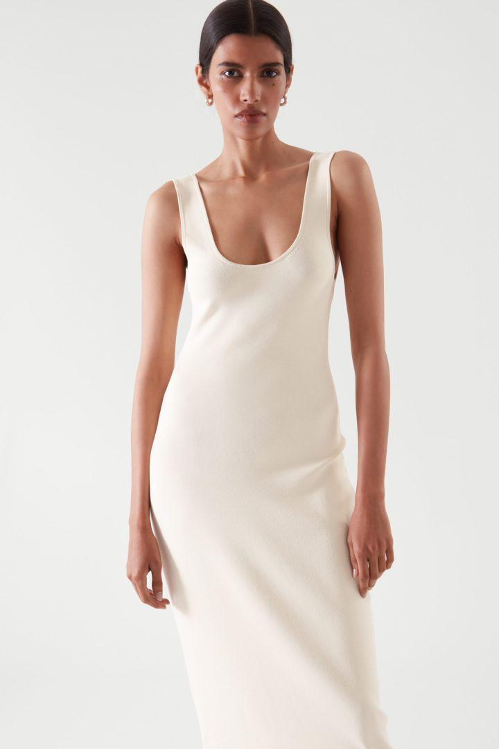 COS default image 1 of 베이지 in 니티드 미디 튜브 드레스